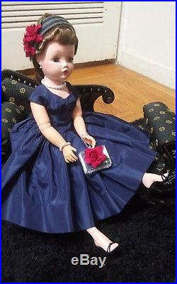 1950s Madame Alexander 21 Cissy Doll. A Thing of Beauty. NO CRACKS OR ODOR