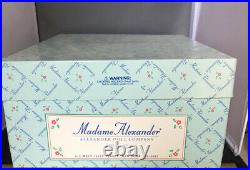 1999 Madame Alexander 8 Russia 24150 w Matryoshka Nesting Doll INTERNATIONAL