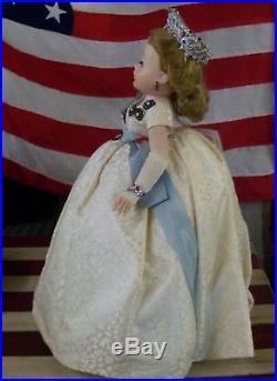 Beautiful 1950's Vintage Madame Alexander Cissy Queen Doll