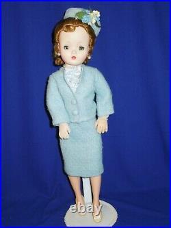 Madame Alexander Cissy doll sidepart Queen in new ensemble
