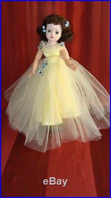 RARE VINTAGE Madame Alexander 21 CISSY in Elaborate Yellow Formal Dress