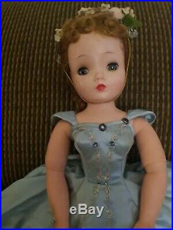 VNTG Madame Alexander Cissy Untagged Blue Ball Gown A REAL BEAUTY