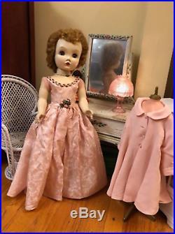 Vintage 25 Binnie Madame Alexander Cissy faced walker doll in original outfit