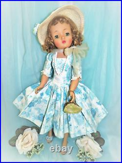 Vintage Madame Alexander Cissy Doll In 1958 Tagged Camellia Dress