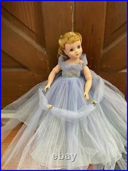 Vintage Madame Alexander Elise Doll In Rare Pleated Cornflower Blue Gown #1730